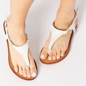 ALDO Bellia White Leather Thong Flat Sandals